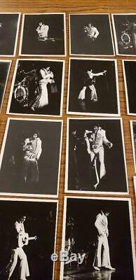 1970 ORIGINAL Vintage ELVIS PRESLEY CONCERT Candid THE KING Photo LOT of 20 RARE